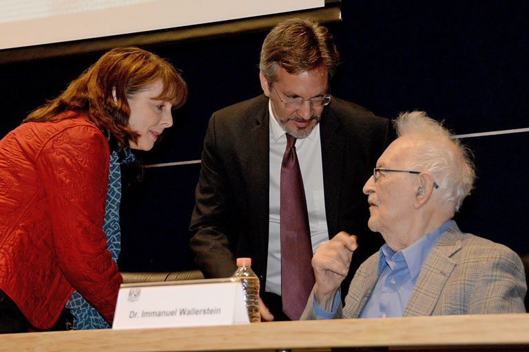 Elena Álvarez-Buylla, John Ackerman e Immanuel Wallerstein. Foto: Francisco Parra.