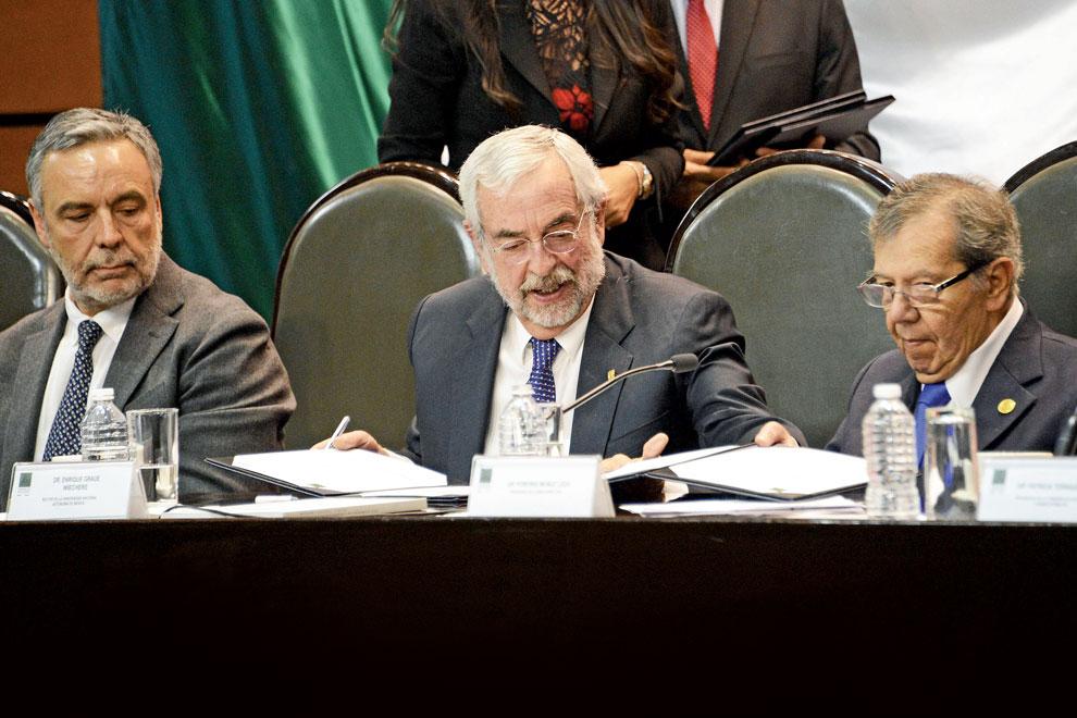 Alfonso Ramírez Cuéllar, Enrique Graue Wiechers y Porfirio Muñoz Ledo. Foto: Benjamín Chaires.