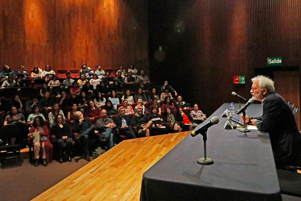 Conferencia inaugural de Francisco Segovia. Foto: Barry Domínguez.
