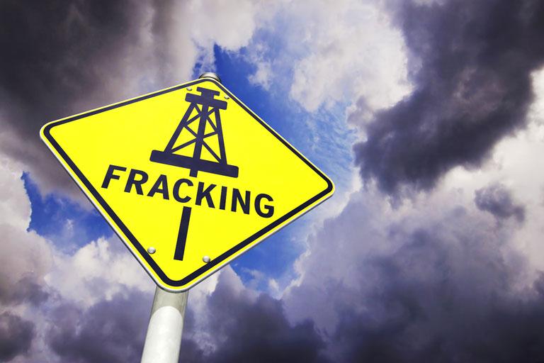 ONG presenta pruebas de que continúa el fracking